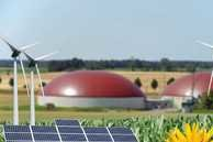 Collage Biogas, Photovoltaik, Windenergie